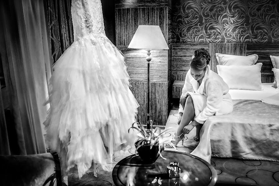 Wedding photographer Marius Marcoci (mariusmarcoci). Photo of 14.04.2017
