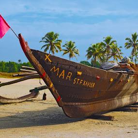 grounded by Usman Irani - Transportation Boats ( sand, goa, south goa, varca beach, beach, boat, fishing boat, varca,  )