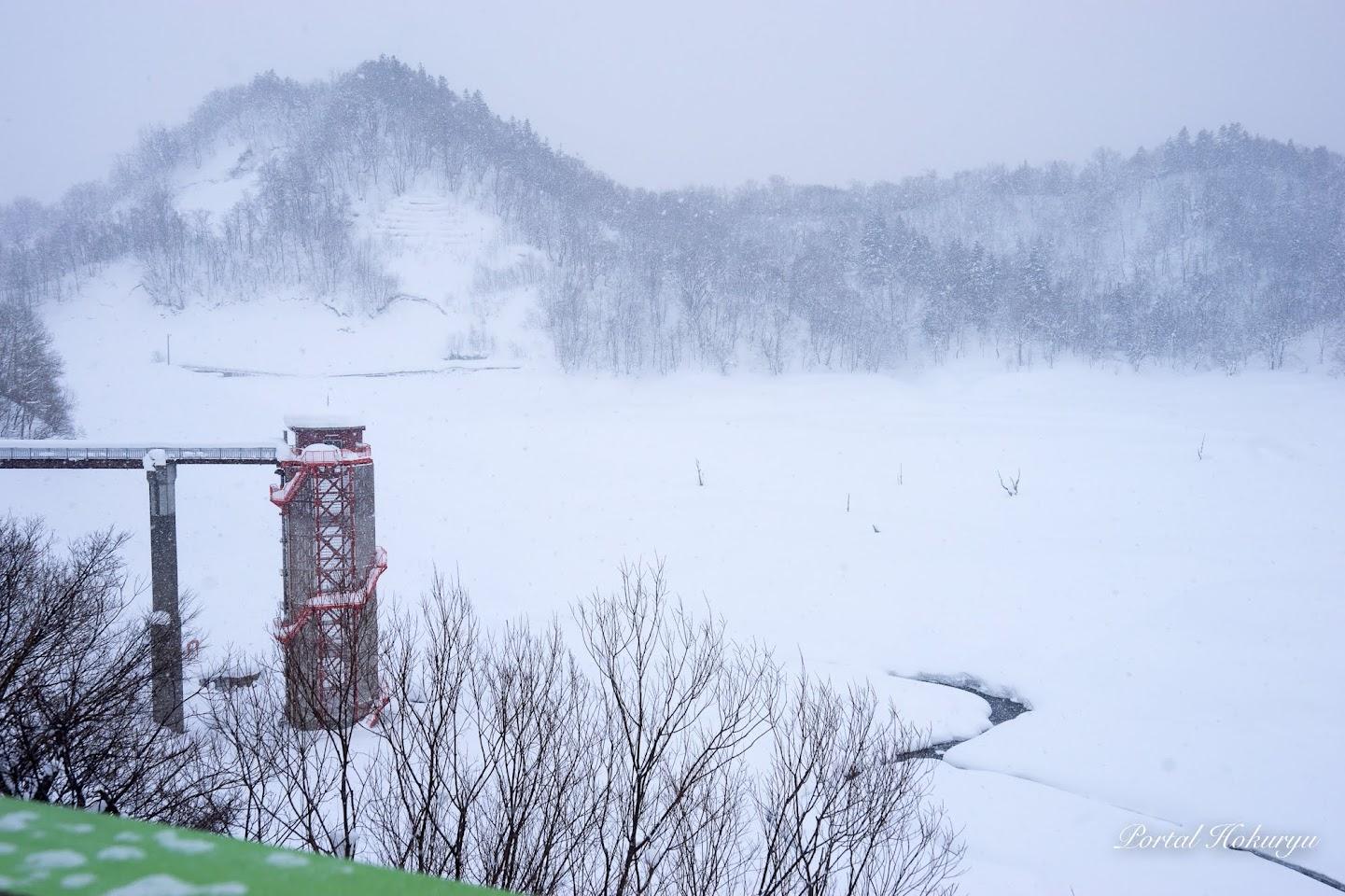 冬の恵岱別ダム湖