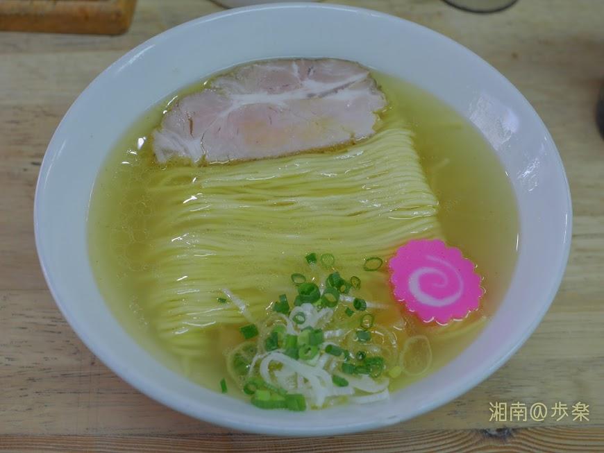 らーめんまつや 琥珀そば@700円 黄金濁した美しいスープに整列美の自家製麺が浮かぶ