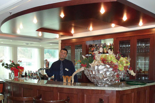 amacello-bar.jpg - Unwind at the bar on AmaCello during your sailing through Provence.