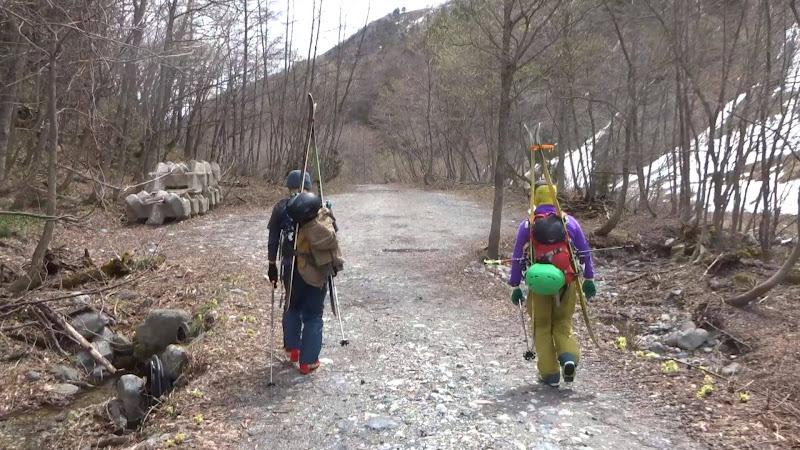 【八方尾根スキー場】バックカントリーコース帰りの歩き