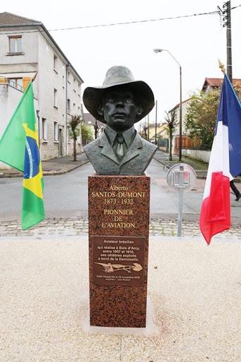Buste Santos à Bois D'Arcy