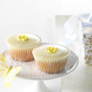 Daisy Glaze Cupcakes.