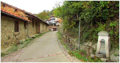 Photo: Por las callejuelas de Orlé con dirección al Valle de Río Mediu.