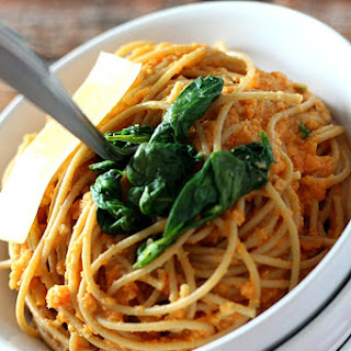 Deceptively Healthy Spaghetti With Roasted Red Pepper & Cauliflower Sauce