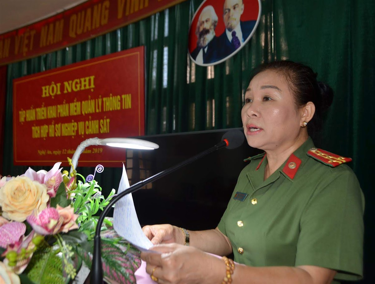 Đại tá Phan Thị Phương Hoa, Trưởng phòng hồ sơ phát biểu khai mạc hội nghị