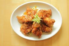Boneless crispy chicken pieces tossed in a sweet & spicy glaze