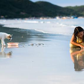 Curiosity  by Benjamin Arthur - People Street & Candids ( doc let, girl beach, curiosity, amsterdam photography, amsterdam photographer, benjamin arthur, asia, children, southeast asia, benjaminarthur.com, vietnam, dog )