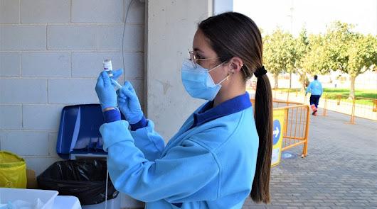 Comienza la vacunación en Almería de la población entre 65 y 55 años