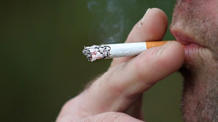 El tabaco es uno de los factores de riesgo.