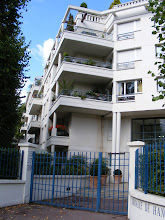 Photo: More nice apartments, right across the street from the Park's gate at the Pavillon de Hanovre.