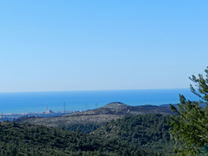 Photo: la central de Cubelles, a peu de mar