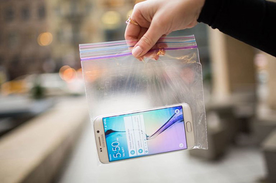 Những lưu ý giúp đảm bảo an toàn khi sử dụng điện thoại dưới thời tiết mưa giông