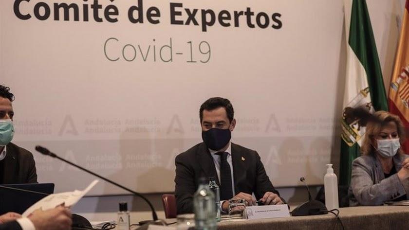 Juanma Moreno, durante la reunión con el Comité de Expertos.