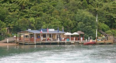 Photo: Eine Lodge im Queen Charlotte Sound