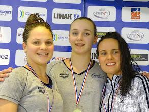 Photo: Podium 200 DOS : 1. Mila Lucas (Angers), 2. Anaëlle Roulet (La Roche/Yon) et 3. Lola Pillet (Angers)