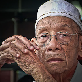 gentle soul by Izhar  Hj.Ishak - People Portraits of Men ( senior citizen )