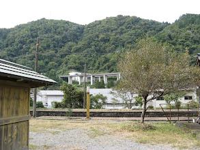 Photo: 郡上八幡驛より東海北陸自動車道を見る