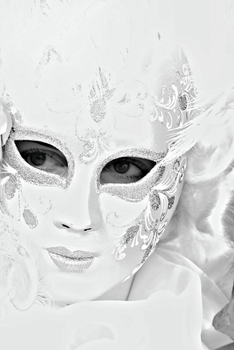 dietro la maschera di ruggeri alessandro