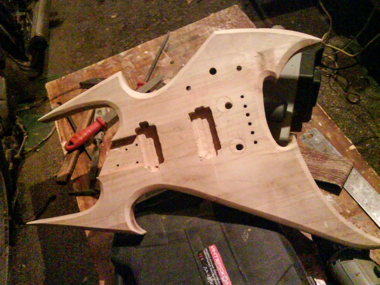 Гітара знятим кутами поконтуру