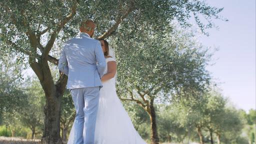 Labtec Prod | Vidéaste mariage | photo dans les oliviers de provence