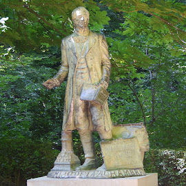 A Poet Statue by Joatan Berbel - Buildings & Architecture Statues & Monuments ( artistic objects, spain, granada, andalucia, colorfull, statue, garden, sculpture, park )