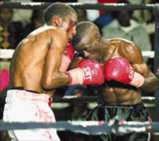 FLASHBACK: Thembelani Maphuma and Simphiwe Mabona during their flyweight bout at the Orient Theatre in East London. Pic. Tertius Pickard. 27/05/07. © Touchline.