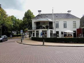 Photo: Omdat ik aan de vroege kant ben, ga ik even het dorp in. Boschlust, vroeger een restaurant, nu een kledingzaak, onderdeel van de Carolinahoeve.