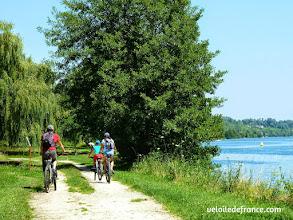 Photo: Plage de Chartrettes - E-guide balade circuit à vélo sur les Bords de Seine à Bois le Roi par veloiledefrance.com.