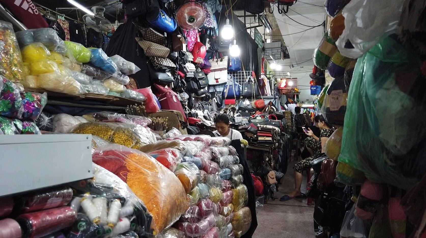 Bên trong chợ bán vải may mặc thời trang tại Hải Phòng 5