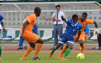 Photo: Coach McKinstry watches as George Davies and the Leone Stars attack [Leone Stars v Ivory Coast, 6 September 2014 (Pic © Darren McKinstry / www.johnnymckinstry.com)]