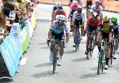"""Peter Sagan moet zich gewonnen geven na 'ongewone sprint': """"Hectische eerste dag"""""""