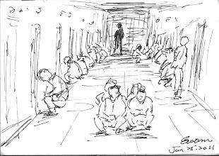 Photo: 提帶人犯2011.01.25鋼筆 新收房人犯出房門時須就地面壁低頭蹲下,再依序到走道中央集合點人頭。