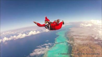 Photo: Pere Noel à Nouméa Skydive !