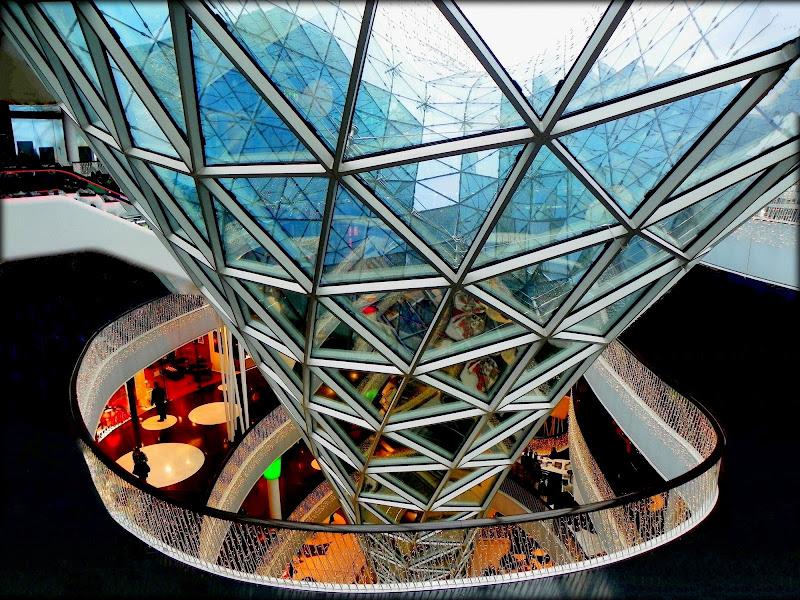 Dall'alto di un cono di vetro di mariateresacupani