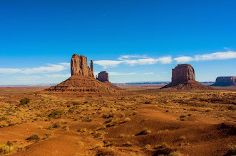 Photo: Walking around the West Mitten Buttes on the Wildcat Trail in Monument Valley Navajo Tribal Park, Arizonia and Utah, USA