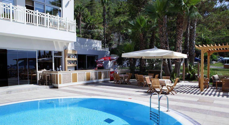 Quadas Hotel +16