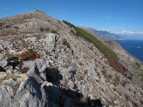 Photo: Monte San Costanzo (versante sud) con S. Angelo a Tre Pizzi, Vettica di Praiano e Vetara sullo sfondo