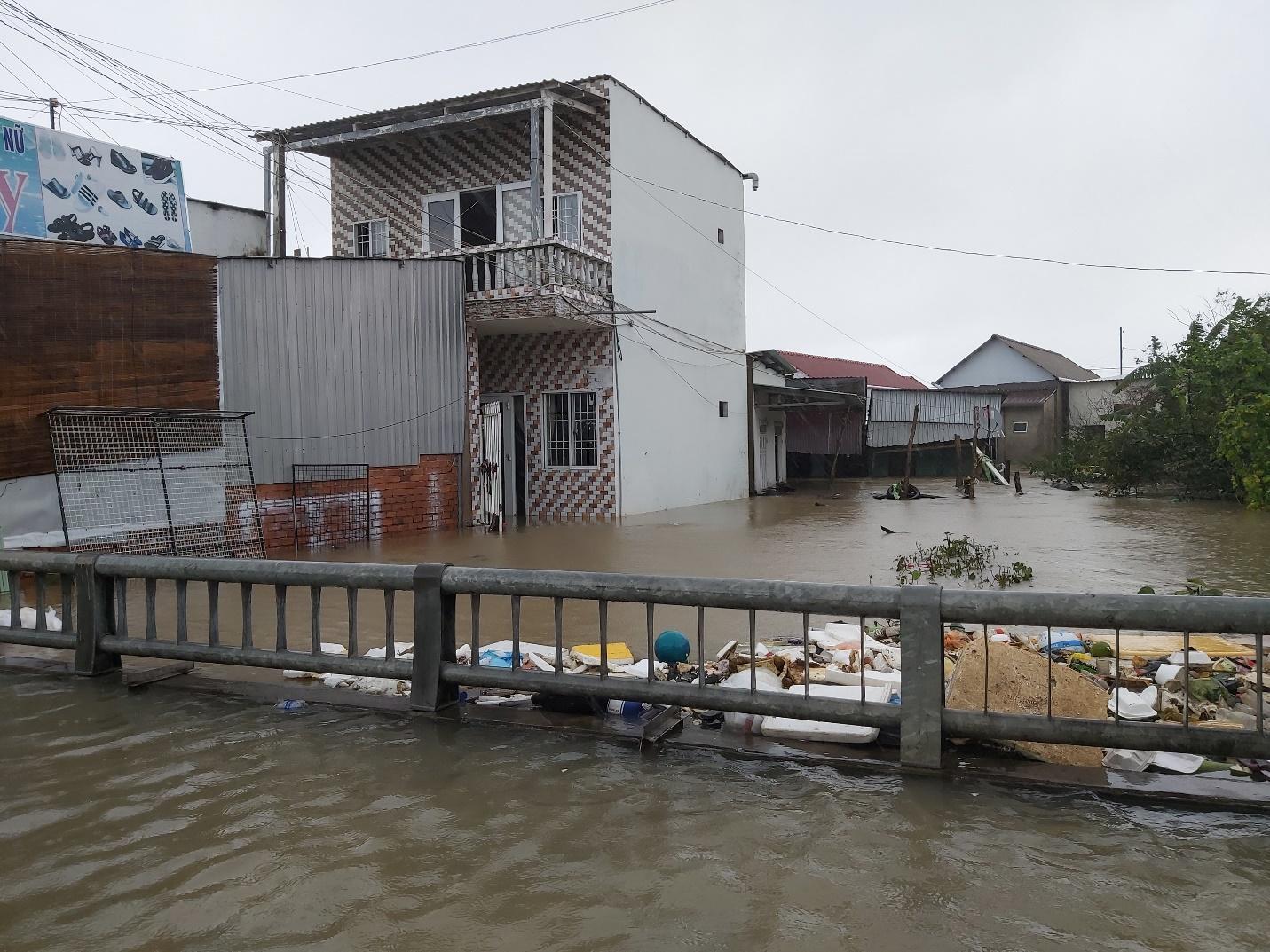 D:\BÁO PLVN\THÁNG 9\24.9 phú quốc\Cống ở rạch Ông Trì ở đường Mạc Cửu nước ngập ở trận lụt ngày 9-8..jpg