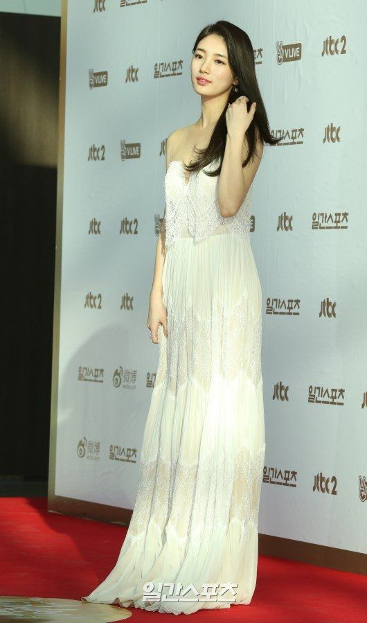 suzy gown 10