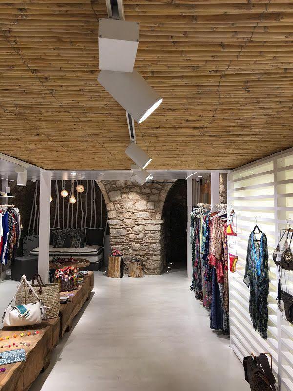 thiết kế shop quần áo châu âu
