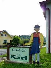 Photo: Die Begrüßung zu unser Wanderung im Mittelburgenland fällt landesüblich aus; also: Griaß eich a in KARL!