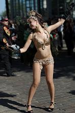 Photo: Hieman stereotyyppisempi sambatanssija Roseiran kulkueessa / Another, somewhat more stereorypical samba dancer of Roseira's procession