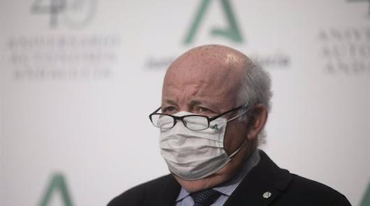 Aguirre, con mascarilla, durante una rueda de prensa.