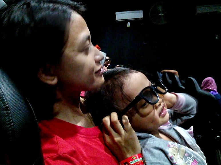 4D Theater: 3D on screen and 1D on chair