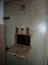 Photo: Gedenkstätte Buchenwald, Zellentür im Arrestbereich