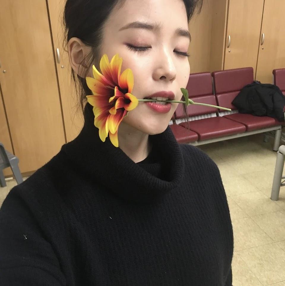 iu flower nayeon