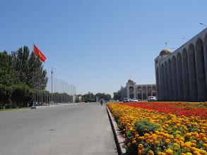Photo: V roce 2005 proběhla na náměstí Tulipánová revoluce.