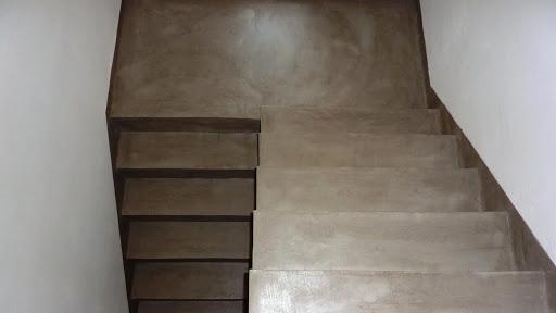 Escalier rénové grâce au revêtement en béton ciré